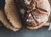 Пълнозърнест хрупкав соден хляб с розмарин