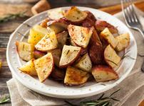 Хрупкави картофи с чесън, пармезан и мащерка