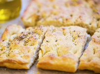 Хляб с моцарела и чесън