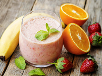 Смути с ягоди, портокал и банан