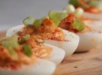 Пълнени яйца с пикантна плънка
