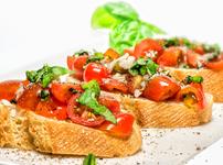 Брускети с домати и балсамико