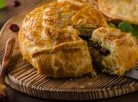 Сирене бри в бутертесто с ядки и сладко