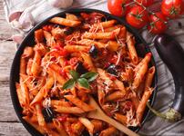 Паста с доматен сос и патладжан