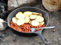 Боб с картофи и чесън на фурна