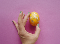 Боядисване на яйца с алуминиево фолио и цветни станиоли