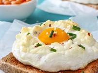 Яйца в облак с пармезан