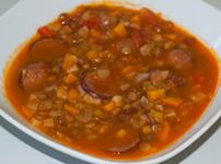 Супа от леща и наденички