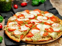 Пица с песто и моцарела
