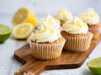 Лимонови къпкейкове с топинг