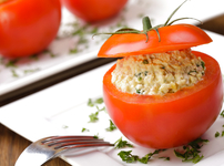Пълнени домати с ориз, риба тон и майонеза