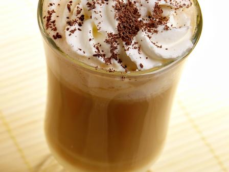 Сгряващо кафе с аромат на коняк и сметана