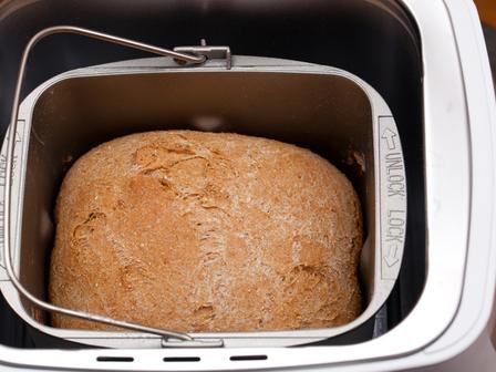 Пълнозърнест хляб с мед
