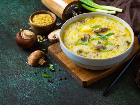 Супа с пилешко, гъби и сметана
