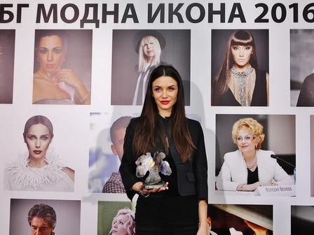 Диляна Попова е модна икона на годината. Снимка: Иван Коловос/От игла до конец