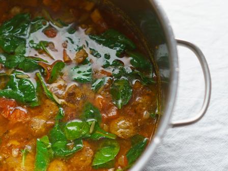 Италианска супа с наденица и спанак