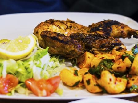 Мариновано пилешко с ароматни картофи