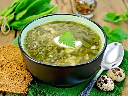 Пролетна супа с коприва, ориз и застройка