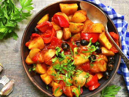 Задушени картофи с маслини по гръцки