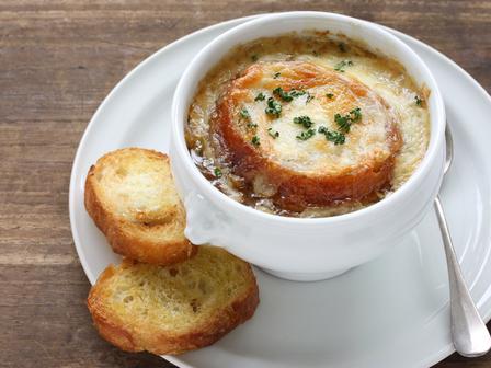 Френска лучена супа с 4 вида сирене