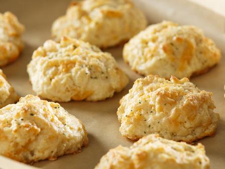 Солени бисквити с чедър и подправки