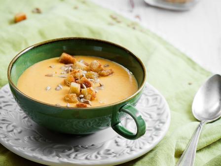 Есенна крем супа със сладки картофи, червена леща и моркови