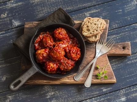 Кюфтенца с доматен сос в мултикукър