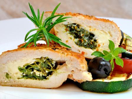 Пилешки гърди с пълнеж от спанак и синьо сирене