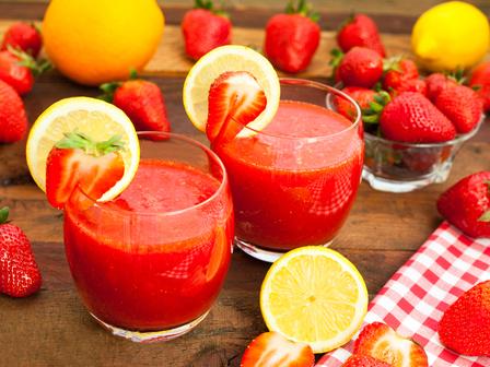 Летен коктейл с ягоди