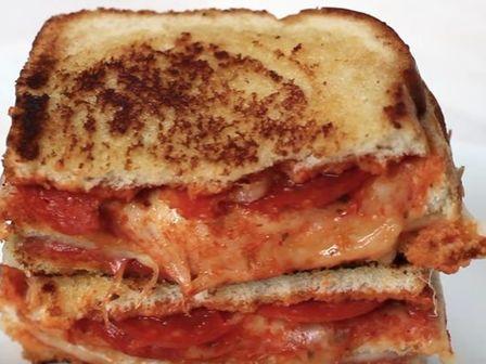 Бърза пица сандвич
