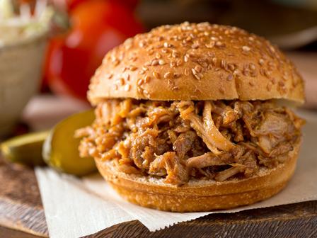 Сочни сандвичи с печено свинско