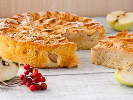 Богат кекс с ябълки и смокини