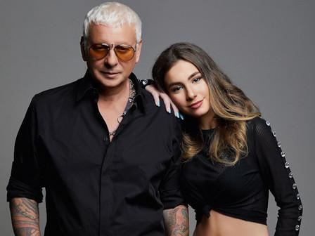 Стенли и дъщеря му Никол.